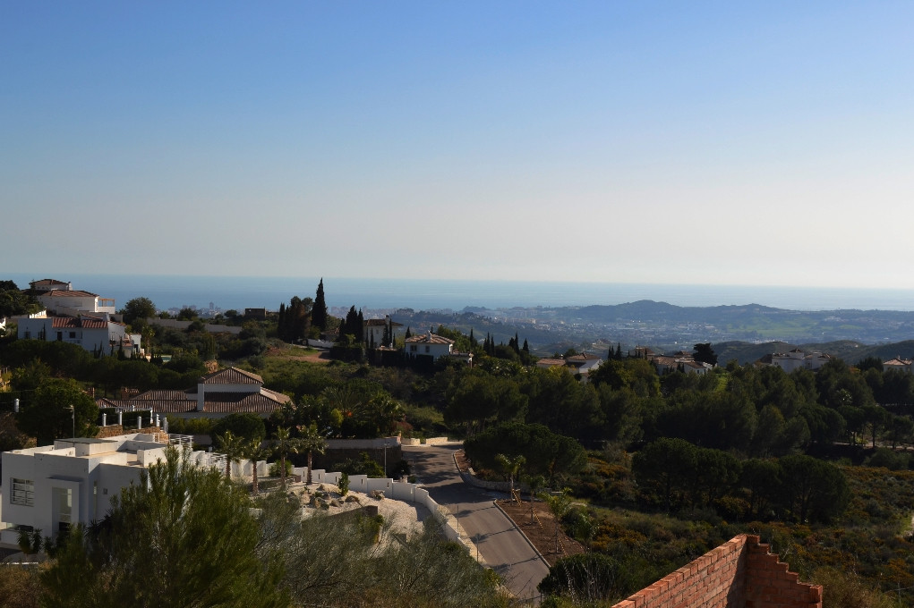 4-bed-Residential Plot for Sale in Valtocado