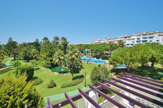 4-bed-Middle Floor Apartment for Sale in Puerto Banús
