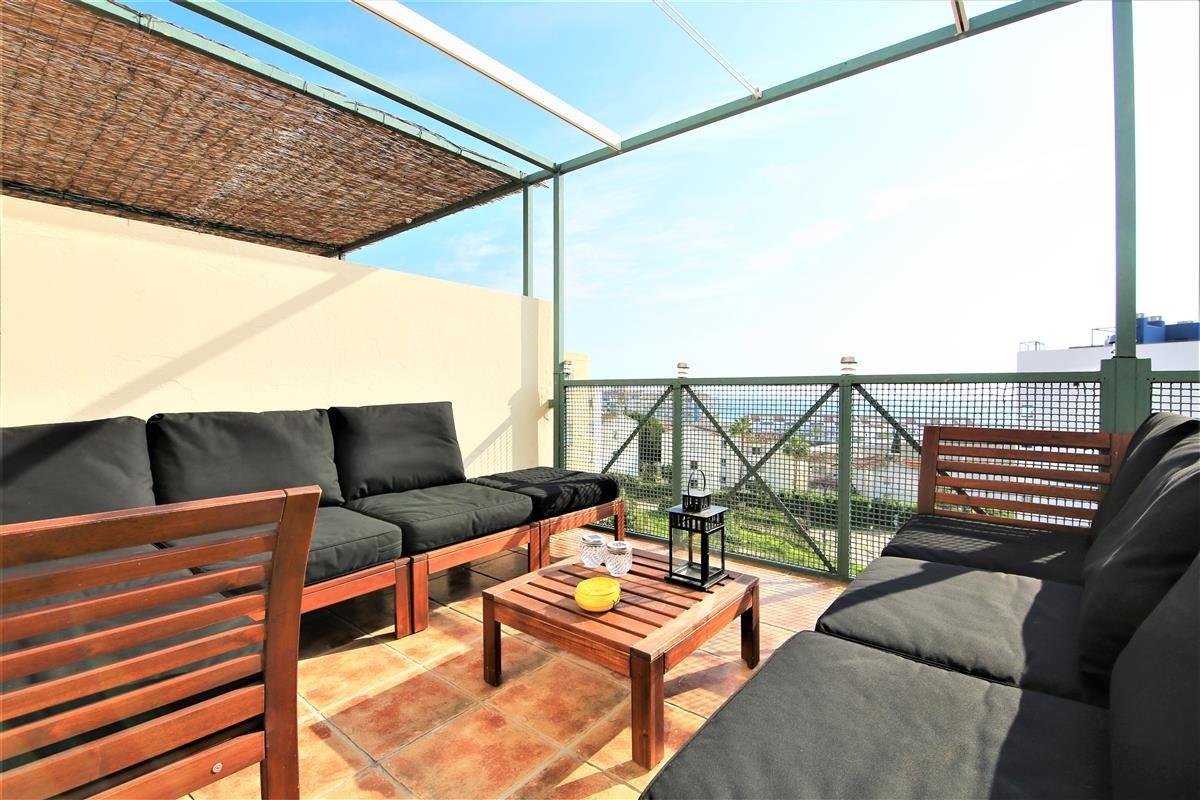This modern 3 bedroom penthouse is located aprox. 8 minutes walking from Estepona Port and just 450 , Spain