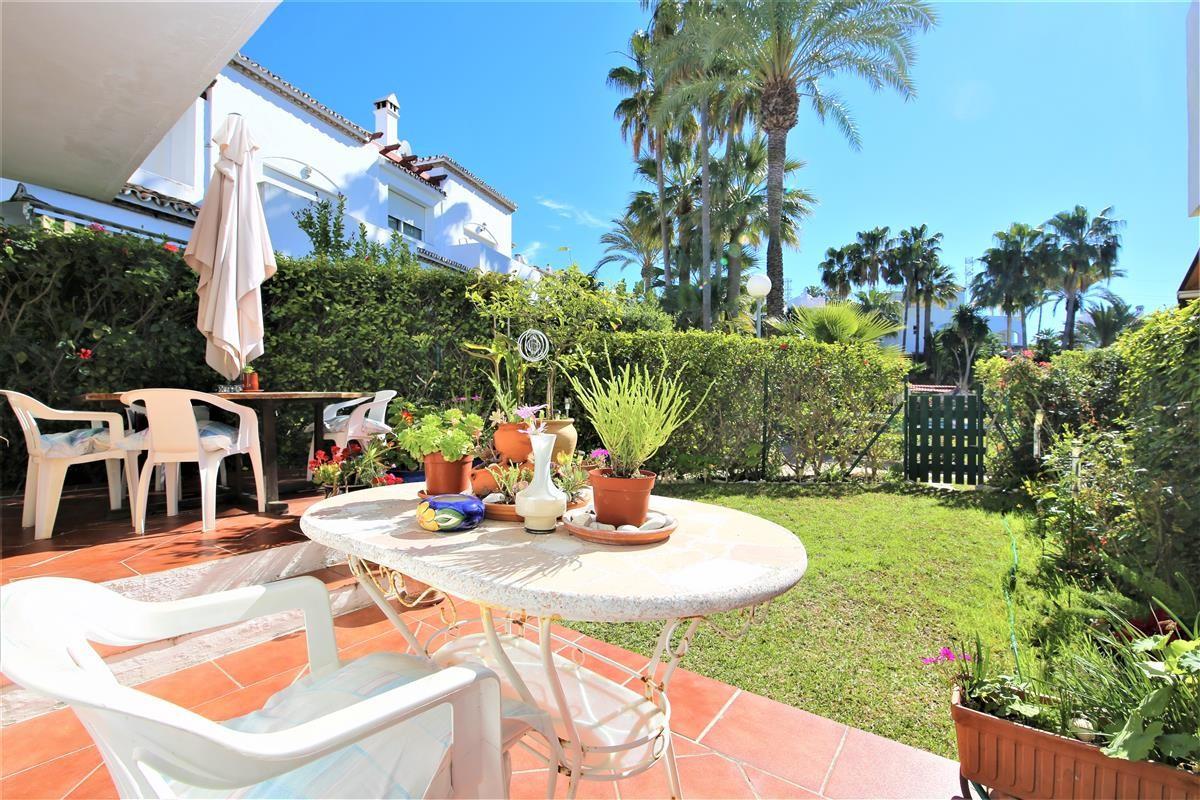 R3613403 | Semi-Detached House in Estepona – € 259,000 – 3 beds, 2 baths