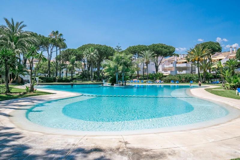 Marbella Banus Apartamento Planta Media en venta, Estepona – R2858678