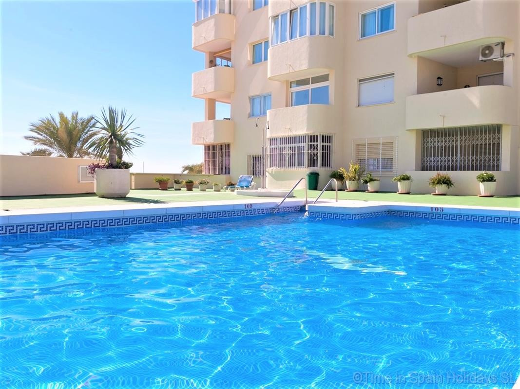 This ground floor apartment provides everything you need for a family self-catering holiday in Estep, Spain