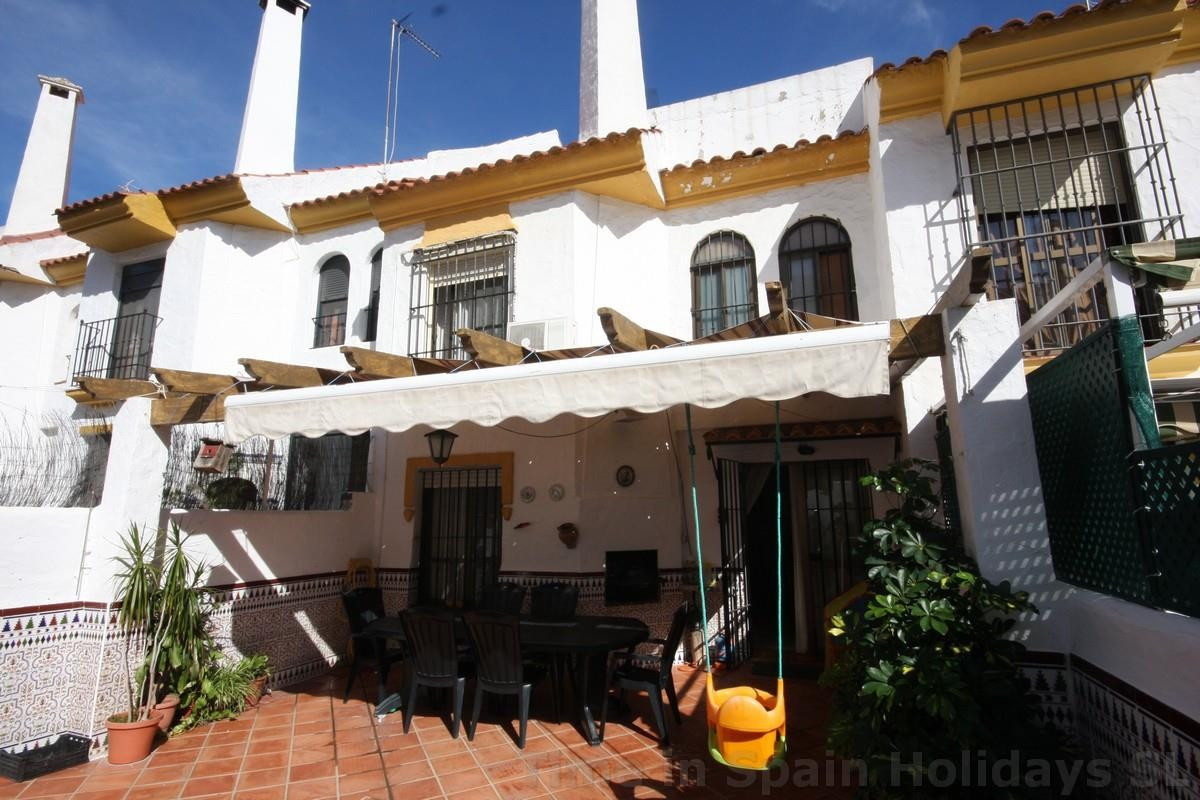 This amazing townhouse doesn´t show on the outside what it hides on the inside. Amazing space over 4, Spain