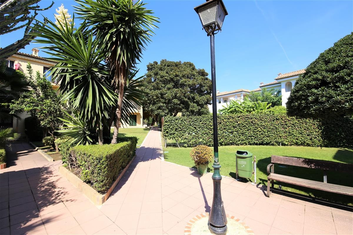R2662475 | Middle Floor Apartment in Estepona – € 167,000 – 2 beds, 1 baths