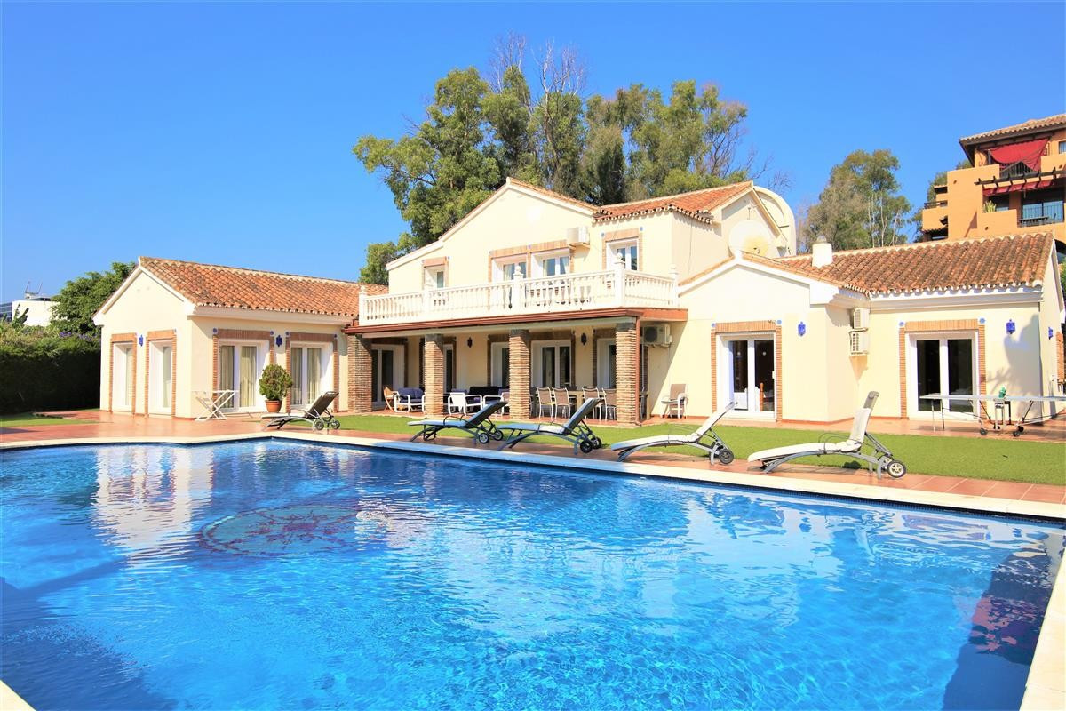 This large family villa is located beachside between Estepona and San Pedro. The villa has 5 bedroom,Spain