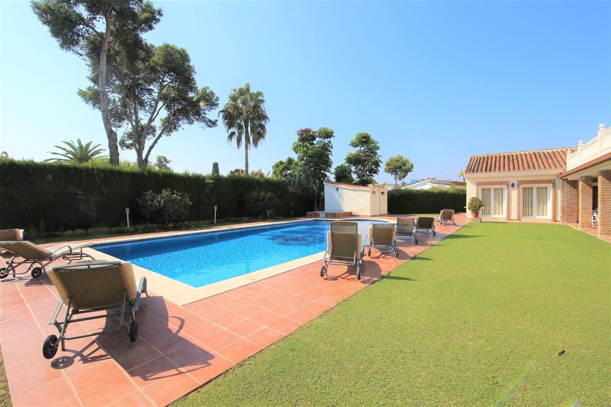 Villa Detached Estepona Málaga Costa del Sol R895269 4
