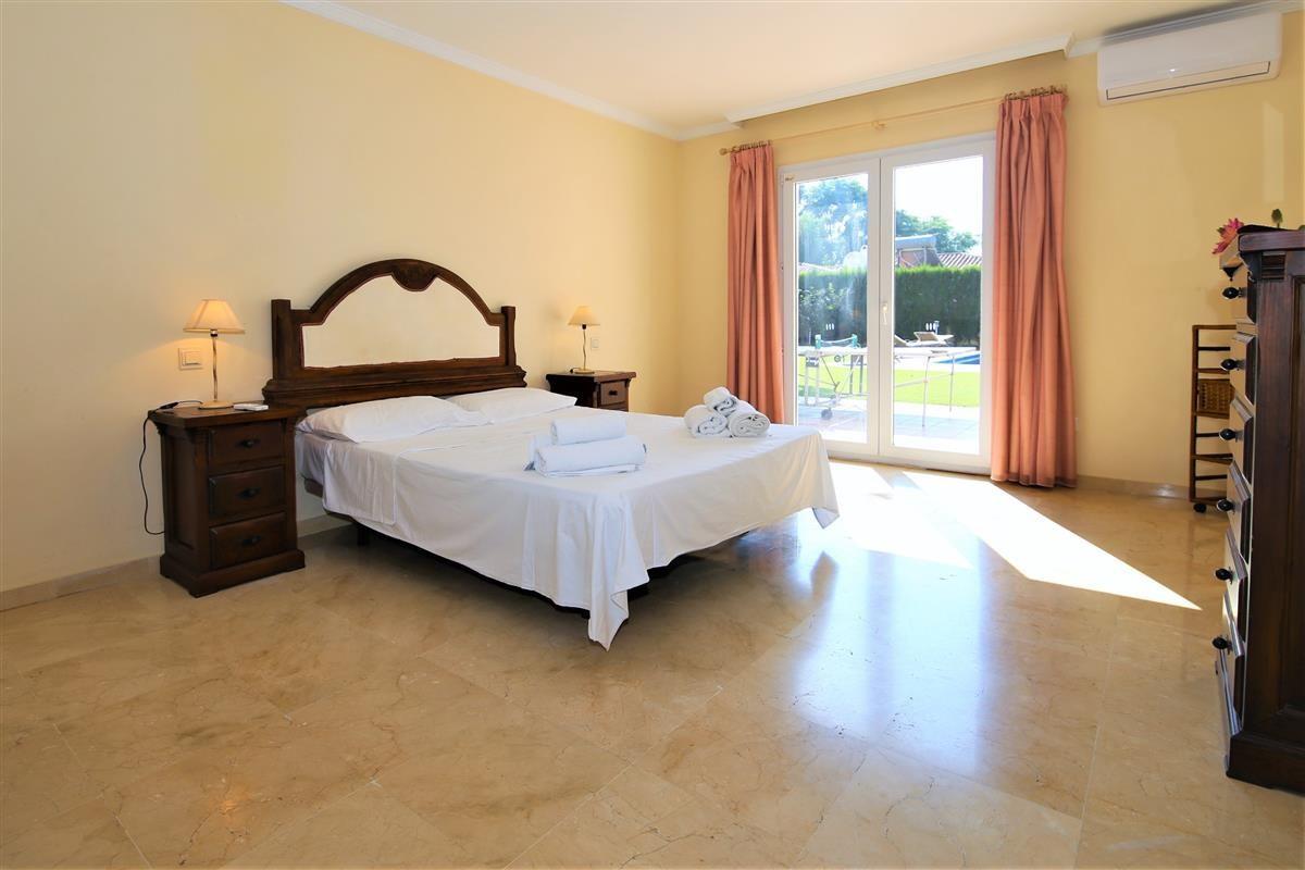 Villa Detached Estepona Málaga Costa del Sol R895269 7