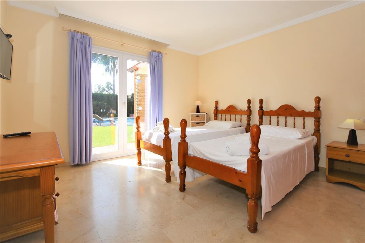 Villa Detached Estepona Málaga Costa del Sol R895269 8