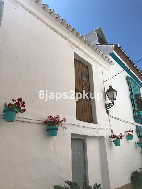 4 bed Townhouse for sale in Estepona