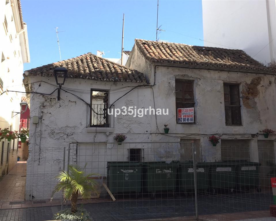 2 bed Townhouse for sale in Estepona