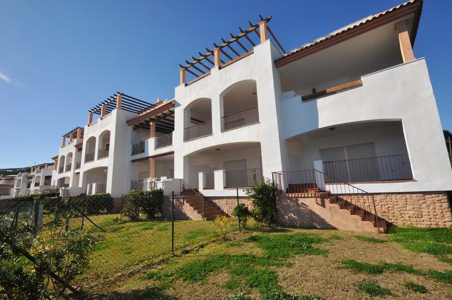 2 bed Apartment for sale in La Alcaidesa
