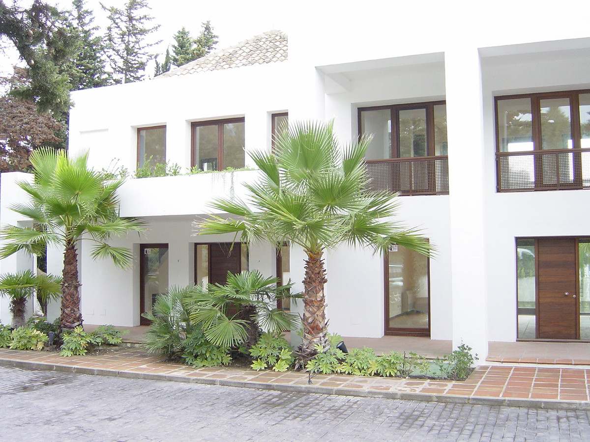 3 bed Commercial for sale in Marbella