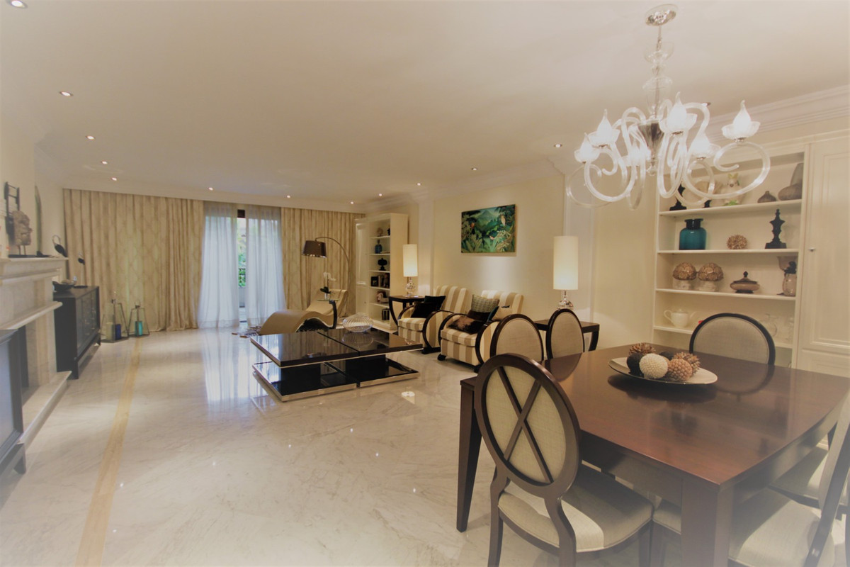 3 bed Apartment for sale in Los Monteros