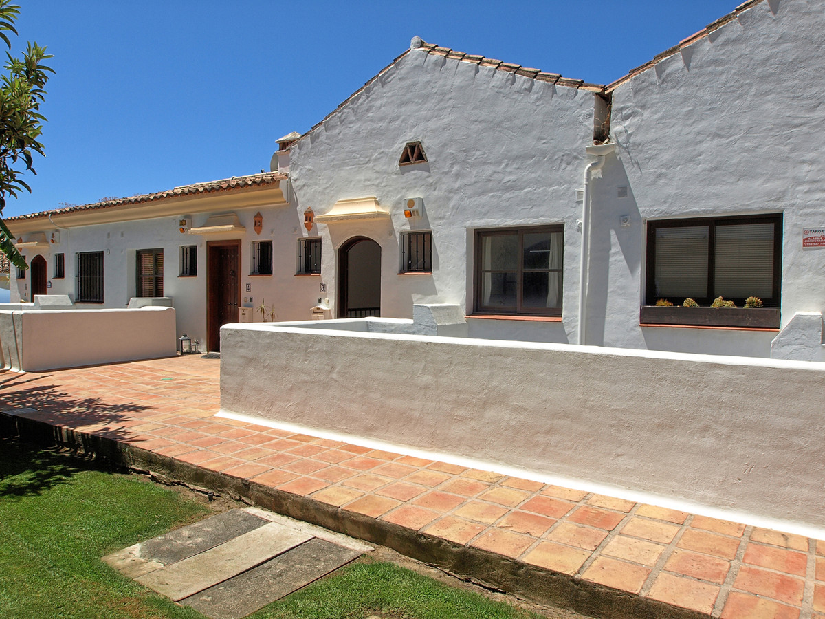 2 bed Townhouse for sale in Benahavís