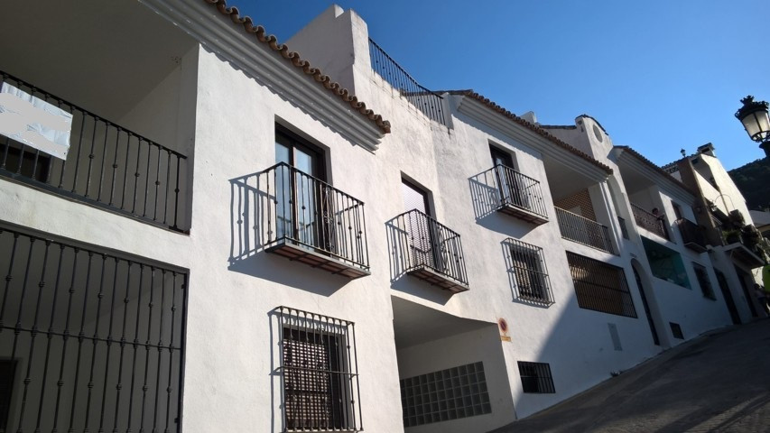 3 bed Apartment for sale in Benahavís