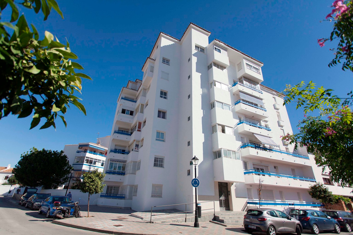 3 bed Apartment for sale in Fuengirola