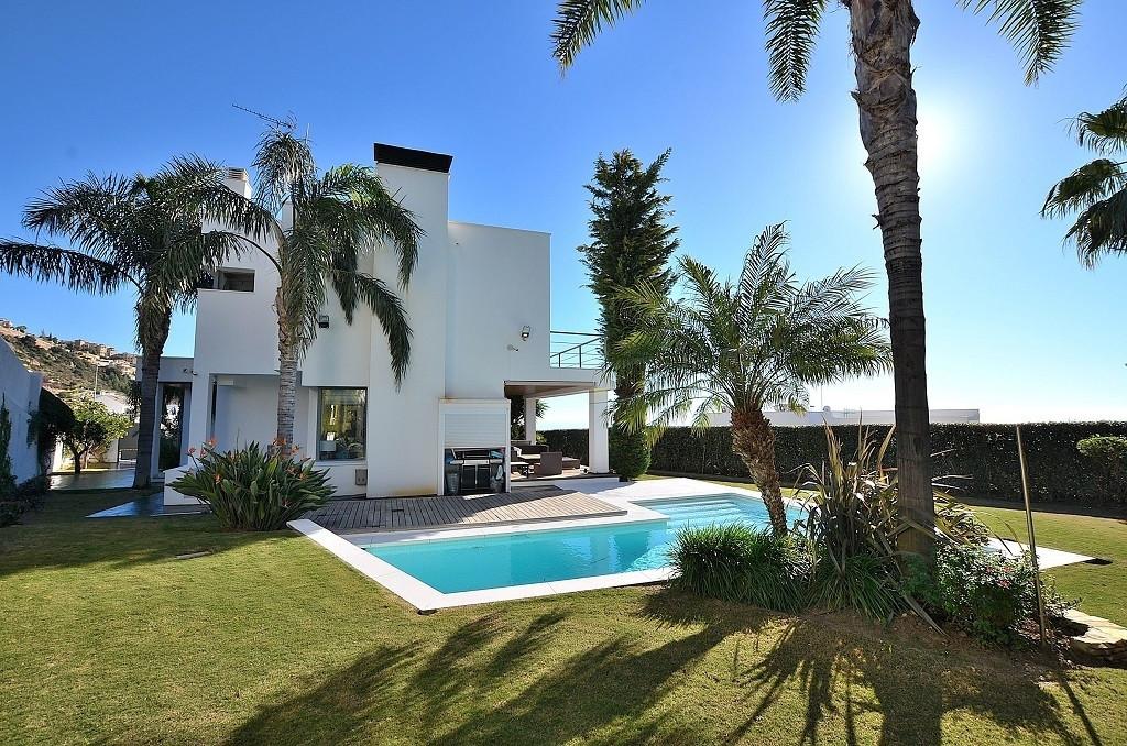 6 bed Villa for sale in Benalmadena