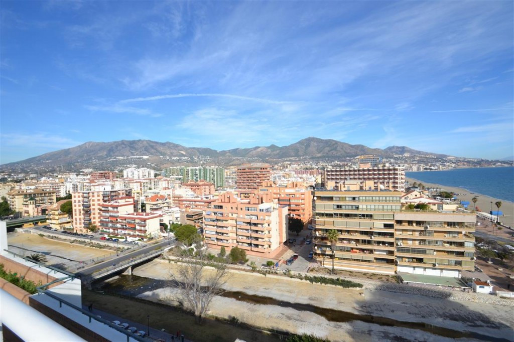 4 bed Apartment for sale in Fuengirola