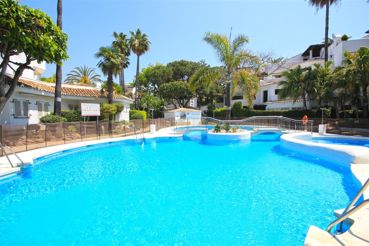 Penthouse for Rent in Elviria, Marbella East