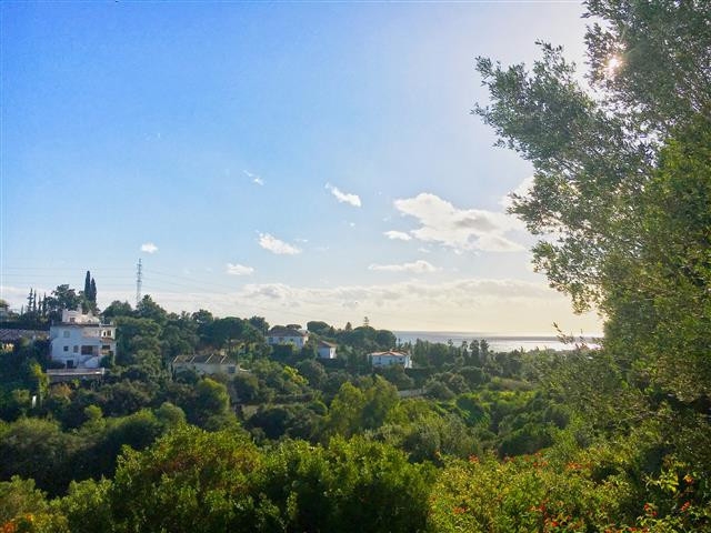 OPPORTUNITY! Well sized plot , ideally located in Elviria with sea views and southeast orientation. , Spain