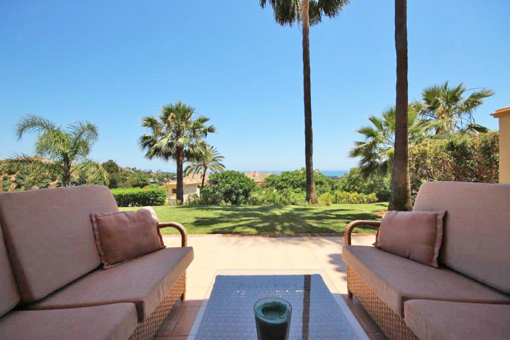 SECRET ESCAPE This exceptional corner unit is located in the higher area of Elviria and is by far th,Spain