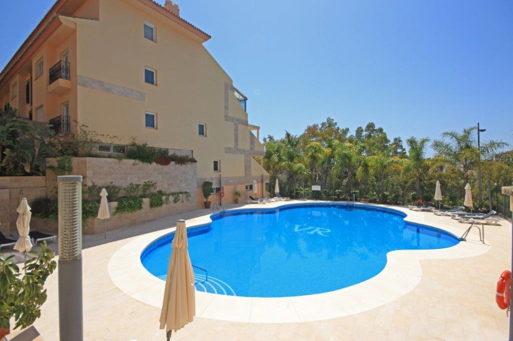 Spacious luxury apartment in the exclusive community of Vista Real, located in the hills of Nueva An,Spain