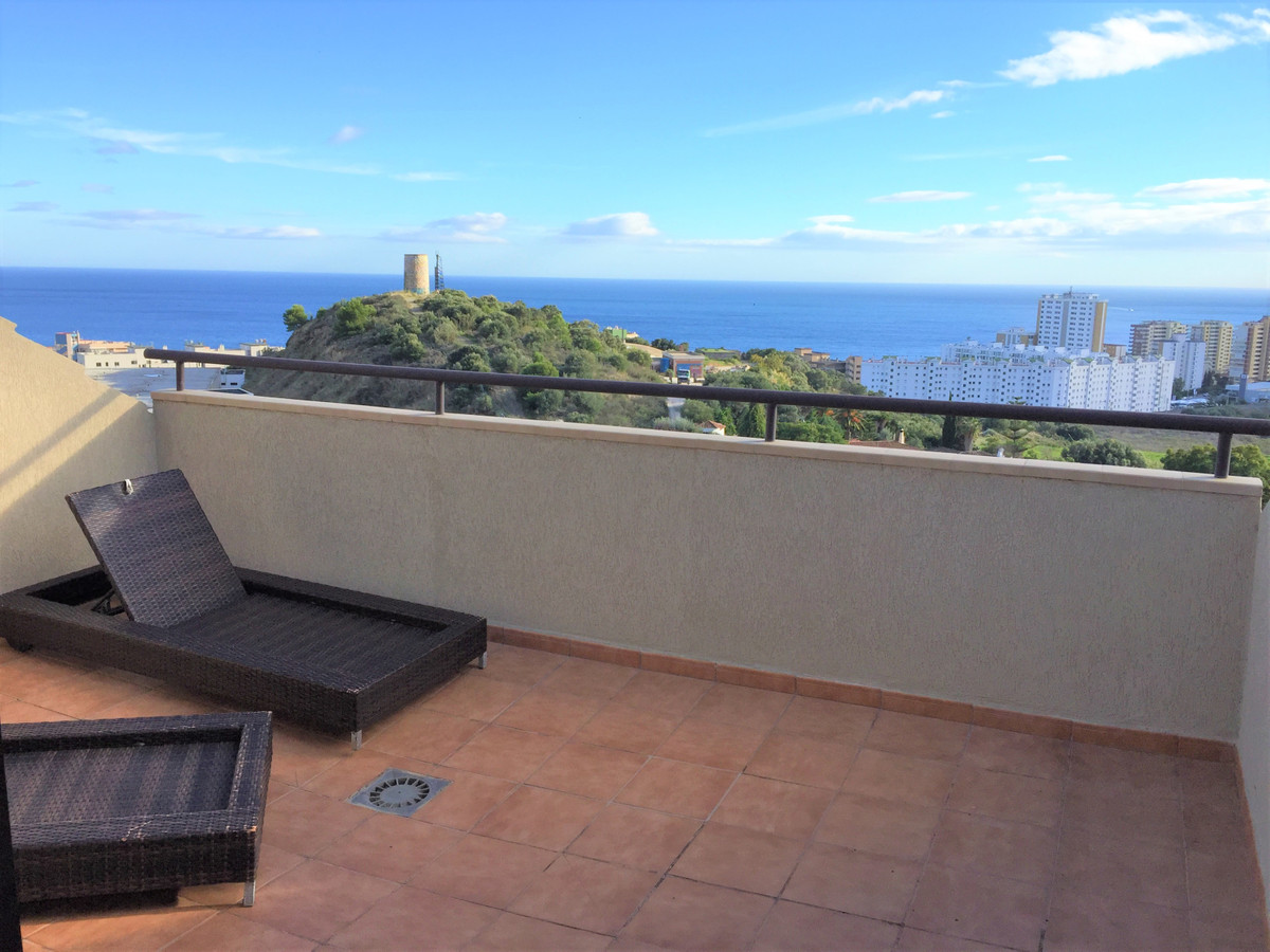 Penthouse, Fuengirola, Costa del Sol. 3 Bedrooms, 3 Bathrooms, large living/diningroom, independent , Spain