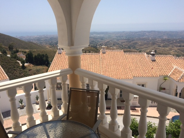 Very beautiful and bright, spacey townhouse (semi-detached house) with own private garden in a small, Spain