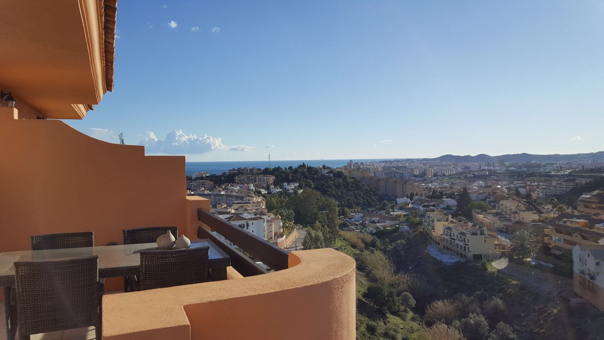 *SOLD*****VENDIDO* Beautiful Top Floor Apartment +roof top terrace in Los Pacos, Fuengirola. Open pa, Spain
