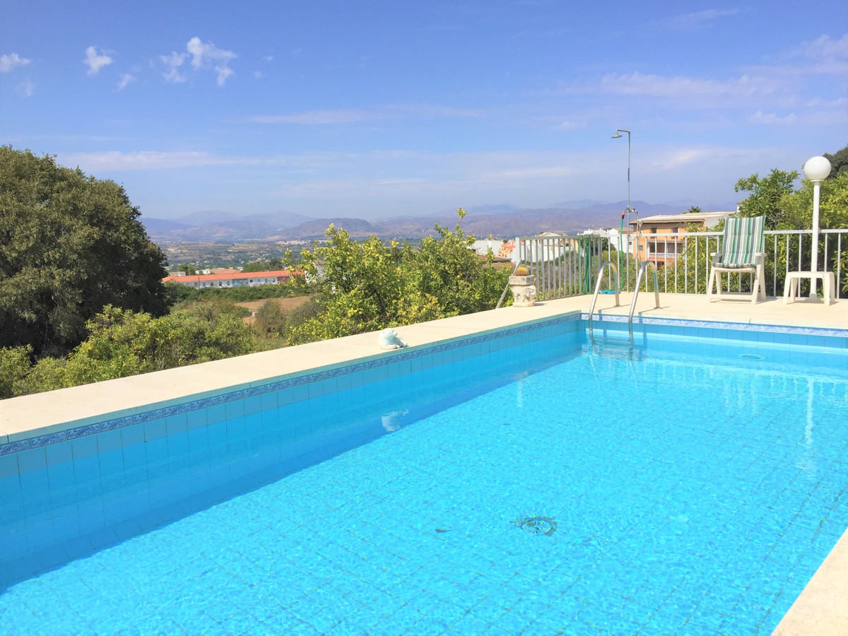 OPPORTUNITY to buy a countryside dream villa within walking distance from all the services of Alhaur,Spain