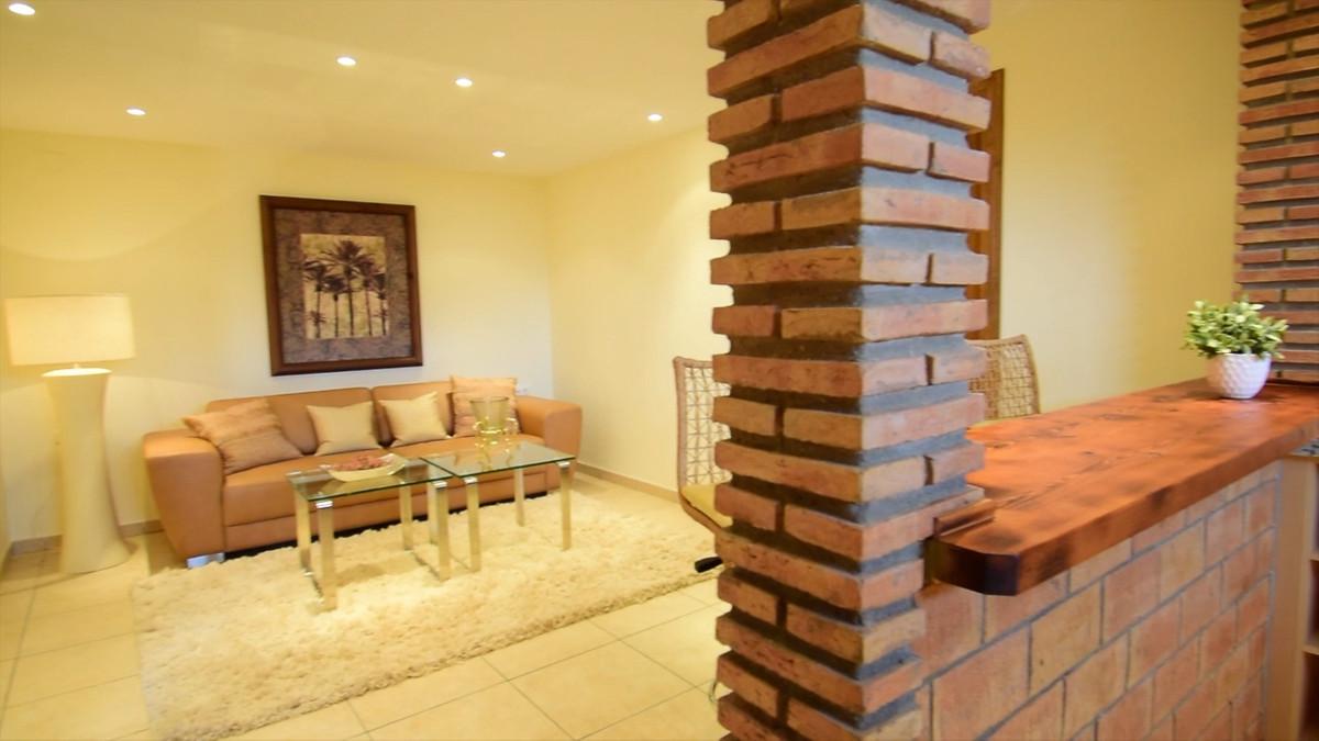 Villa con 9 Dormitorios en Venta Coín