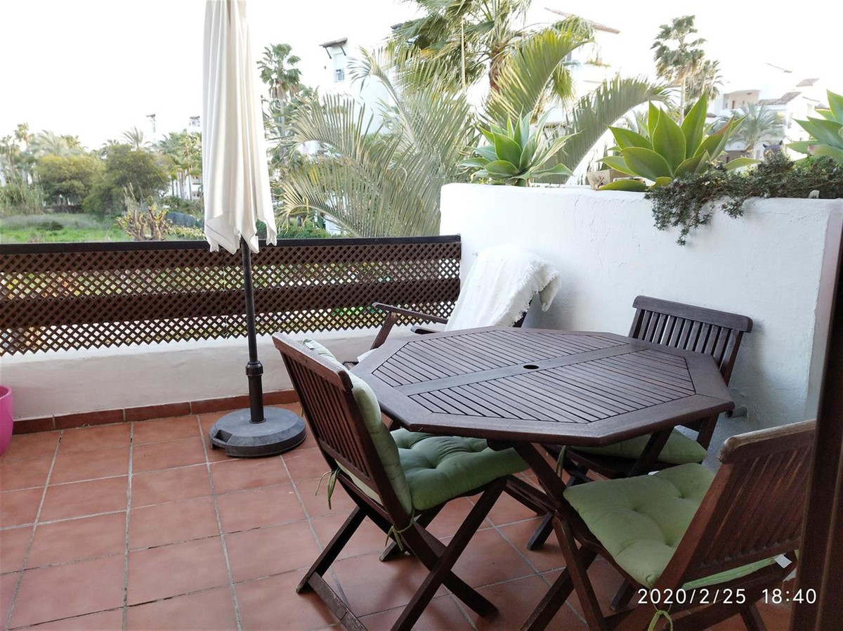 Middle Floor Apartment in Costalita