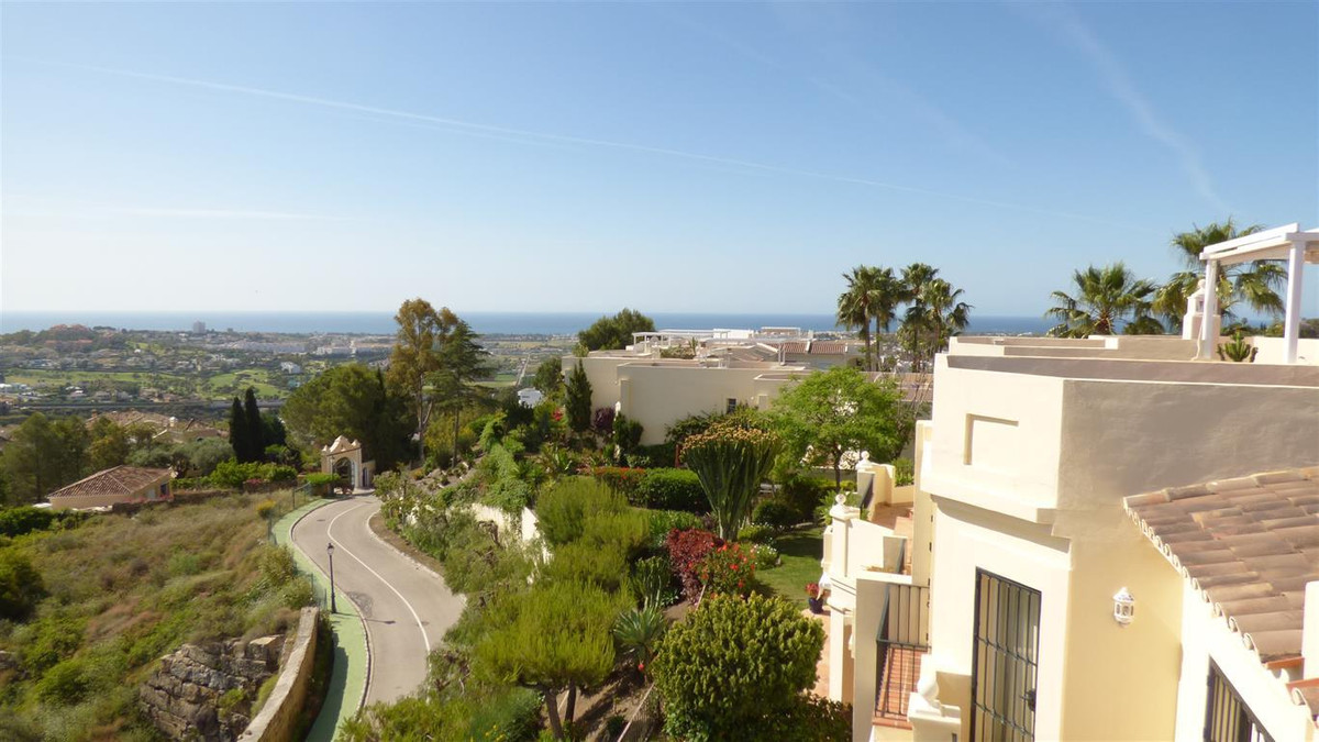 Beautiful 3 Bedrooms townhouse in La Quinta area. Has 2 Bathrooms and guest toilet.  Fully fitted ki,Spain