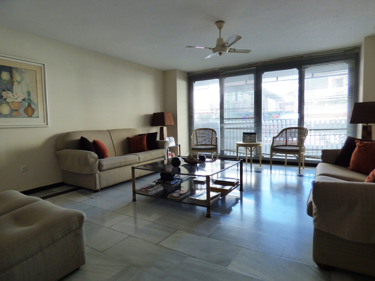 DENTAL CLINIC in the centre of Marbella, set up in an 3 bedrooms apartment.  Excellent Location. Win,Spain