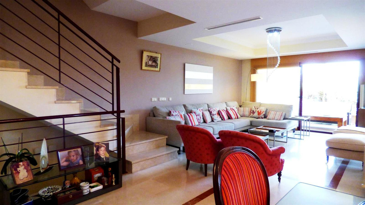 Beautiful Townhouse located in central area of Nueva Andalucia, with all kind of services walking di, Spain