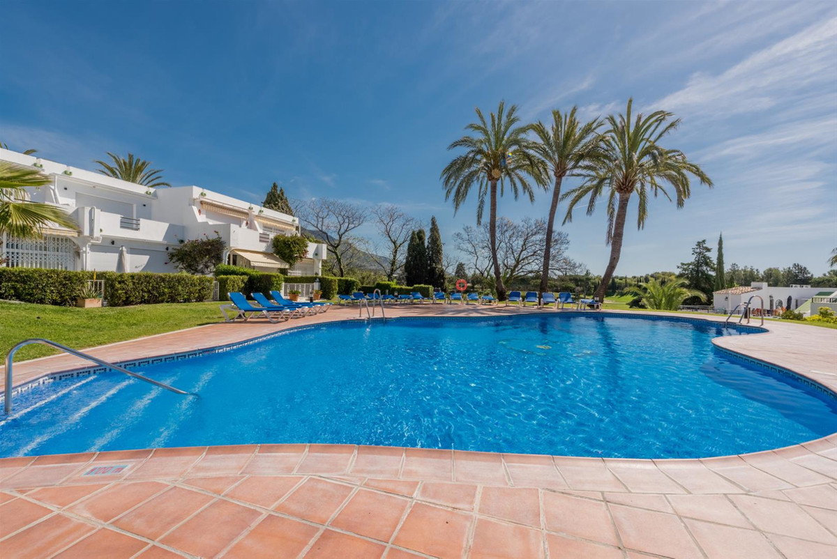 Townhouse, Nueva Andalucia, Costa del Sol. 2 Bedrooms, 2 Bathrooms, Built 142 m².  Setting : Frontli, Spain