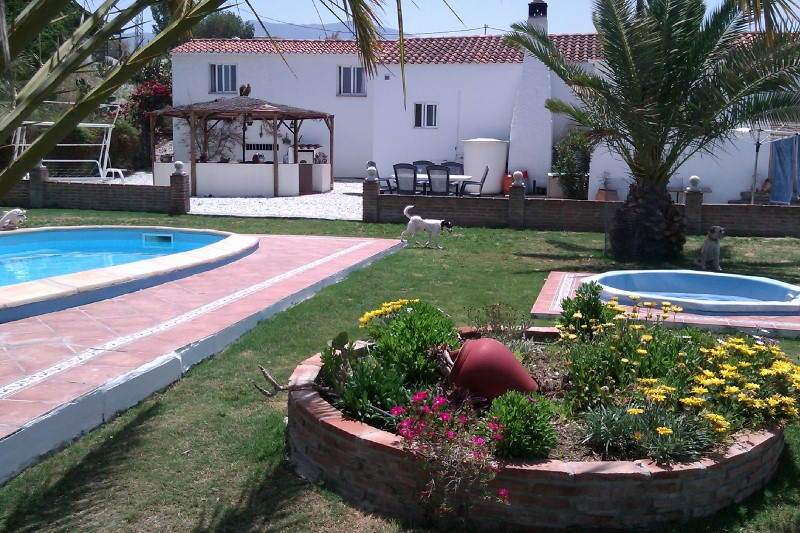 Potential for Rural tourism, currently not licensed.  Villa with 2 Extra Chalets with  Rental Potent, Spain