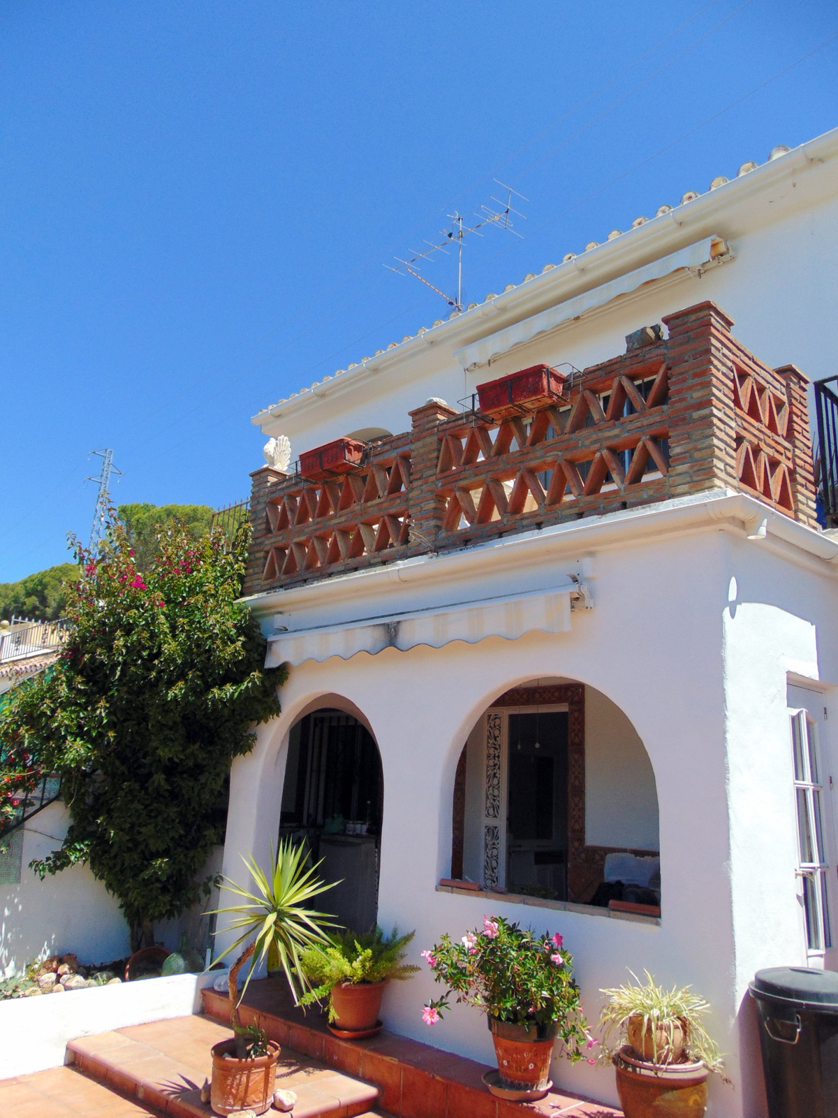 Interesting large property on the edge of town close to the protected Pine Forest.  The Property is ,Spain