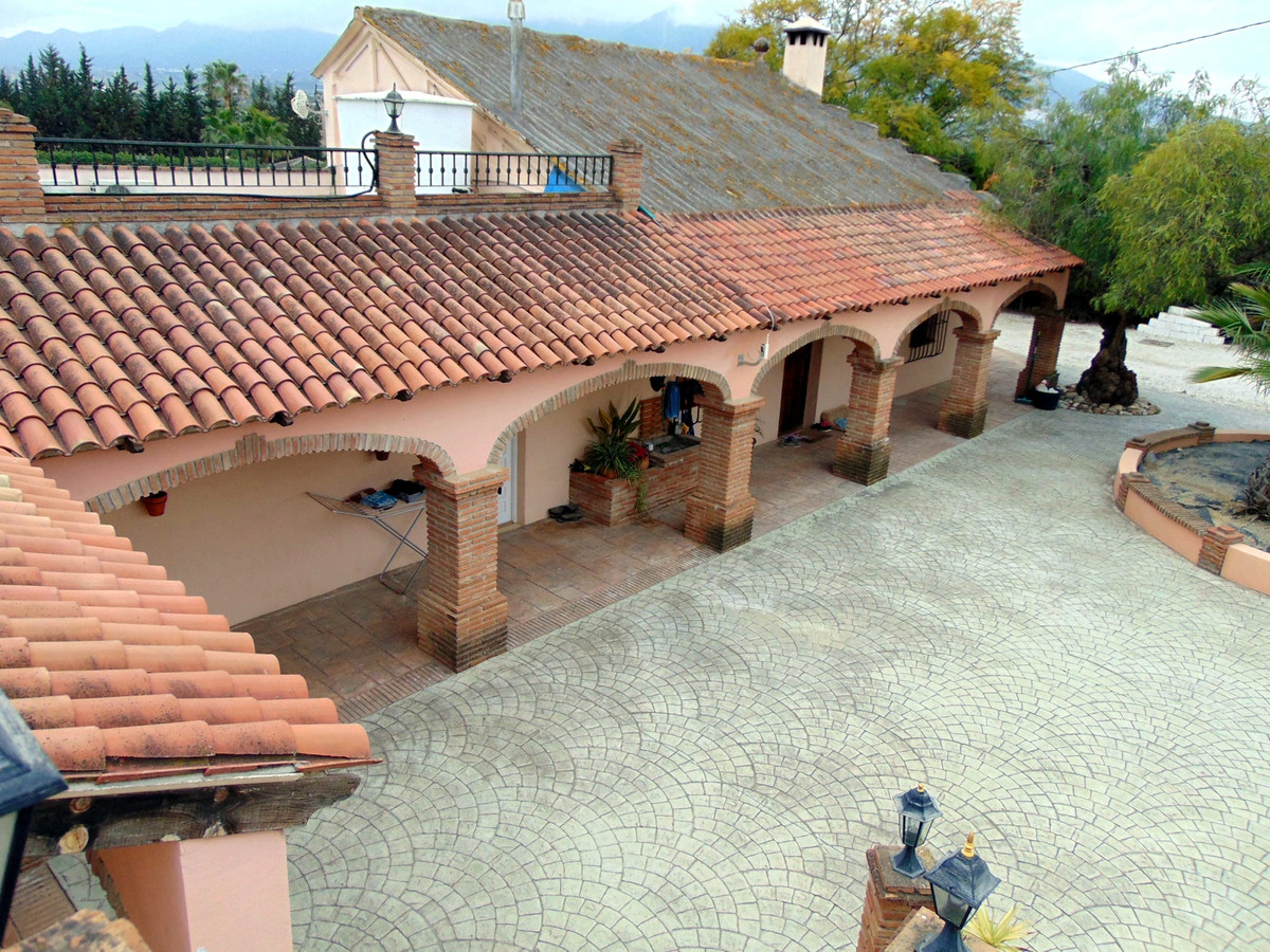 Opportunity to buy a substantial property that is ready to develop into a Great Business  With a Tot,Spain