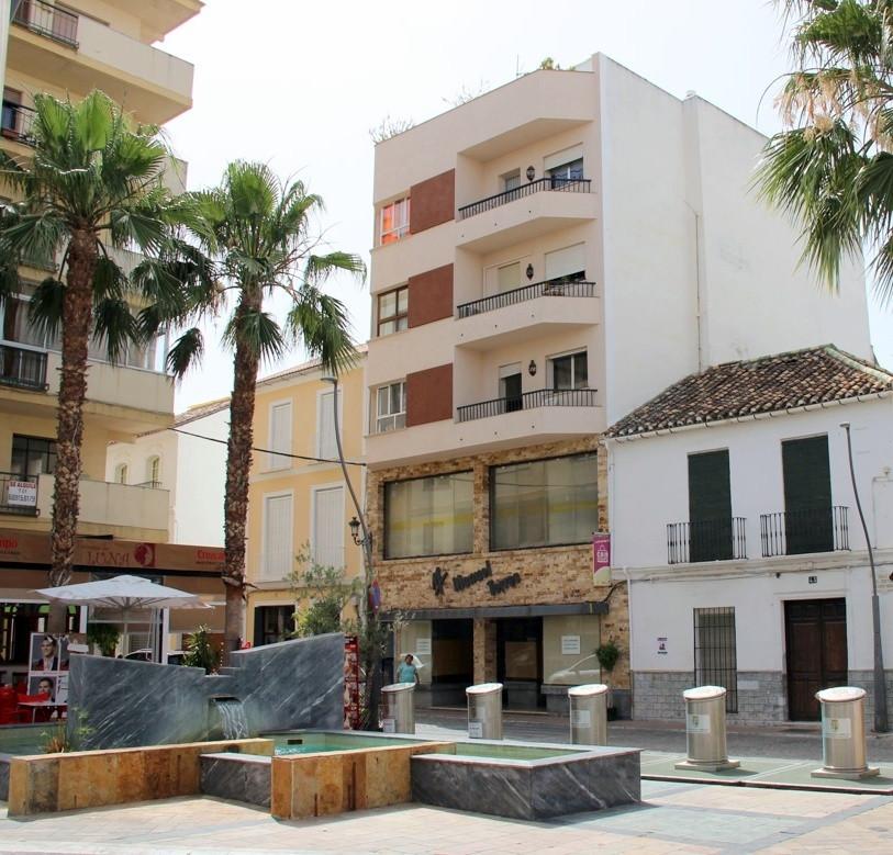Apartamento 4 Dormitorios en Venta Coín