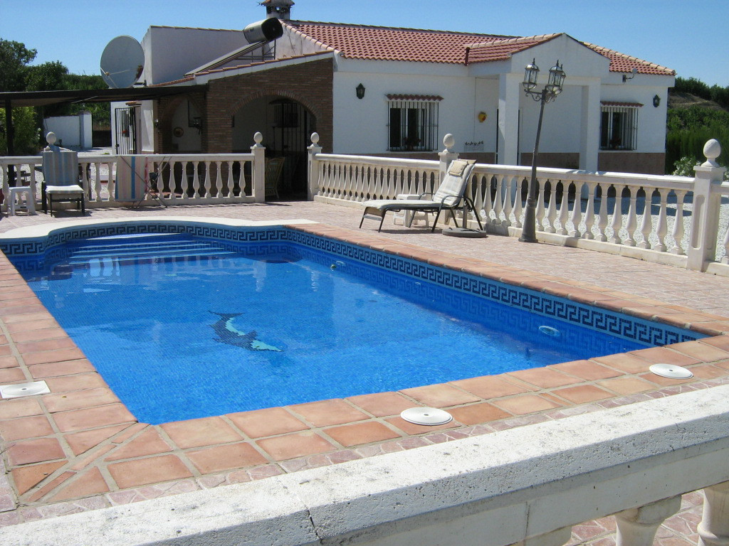 A well presented 3 bedroom 3 bathroom Country house With a main house with 2 bedrooms one en-suite b,Spain