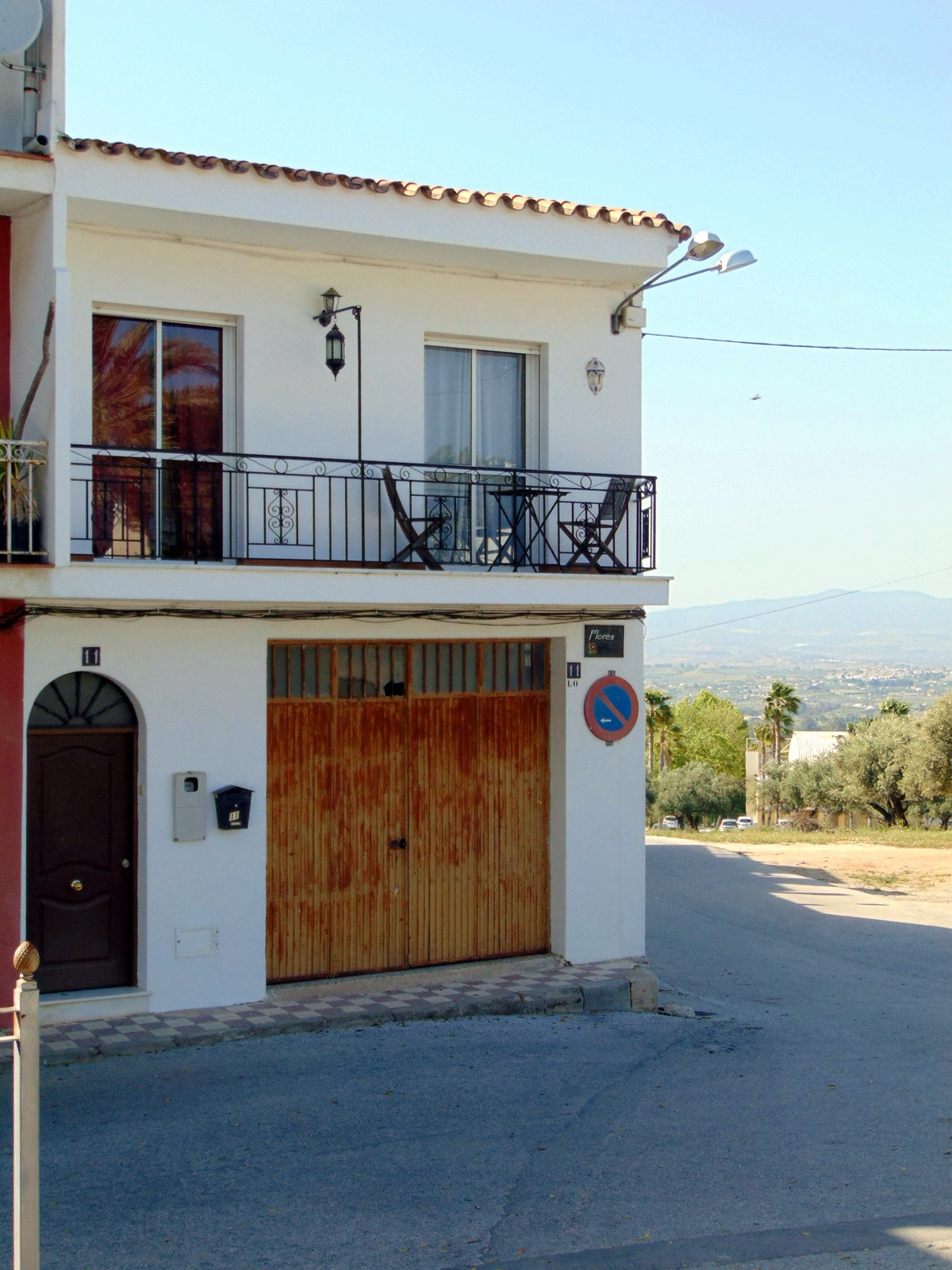 Spacious 4 bedroom purpose built Apartment. On the edge of Town Easy walking distance to shops Bars ,Spain