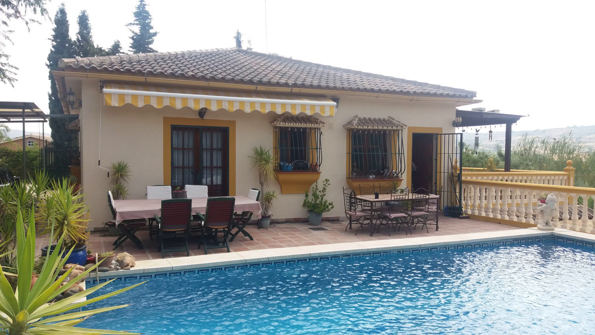 4 bedroom Country House. Short drive from Alhaurin el Grande Town  Accommodation  is separated on 2 , Spain