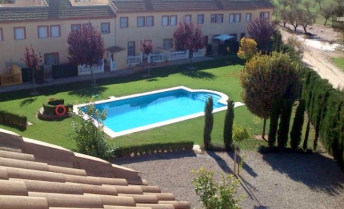 4 Bedroom 2 bathroom Modern End of Terrace Town House with Community Swimming Pool. Set on a popular, Spain