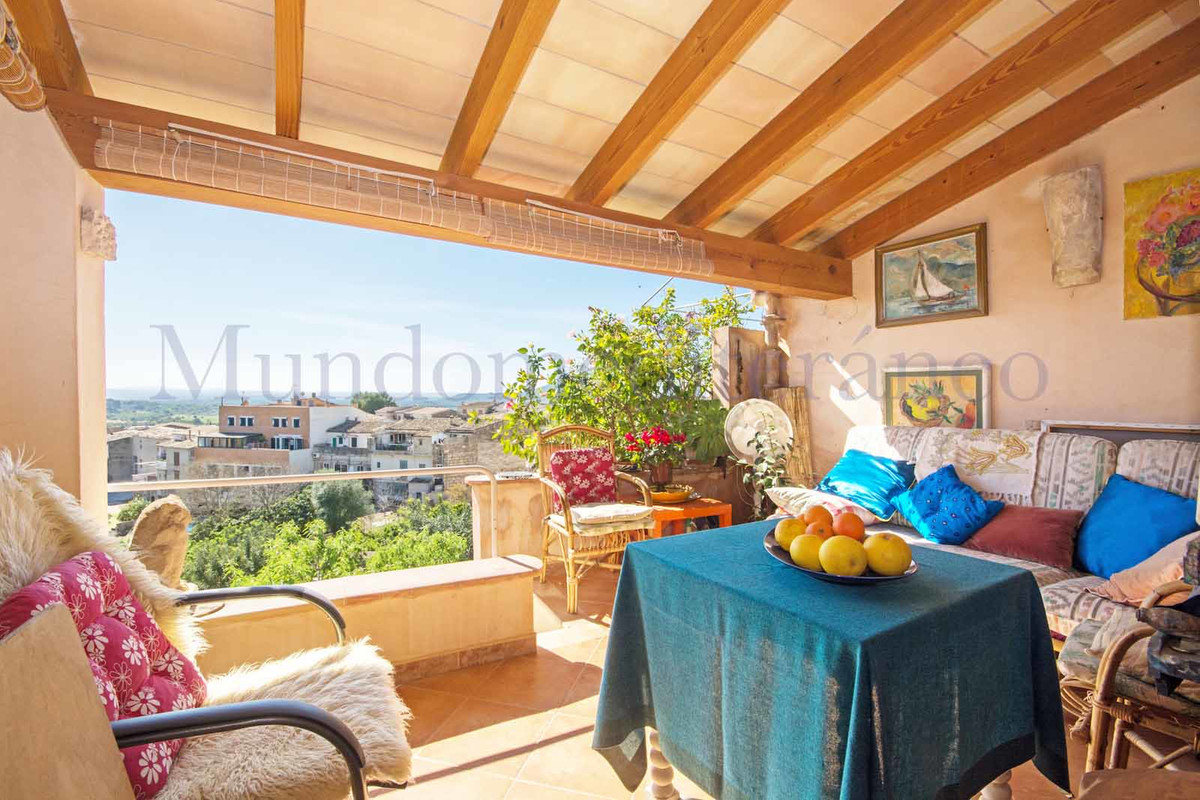 Comfortable Artist's south facing townhouse on two floors with lower ground floor workshop/stor,Spain
