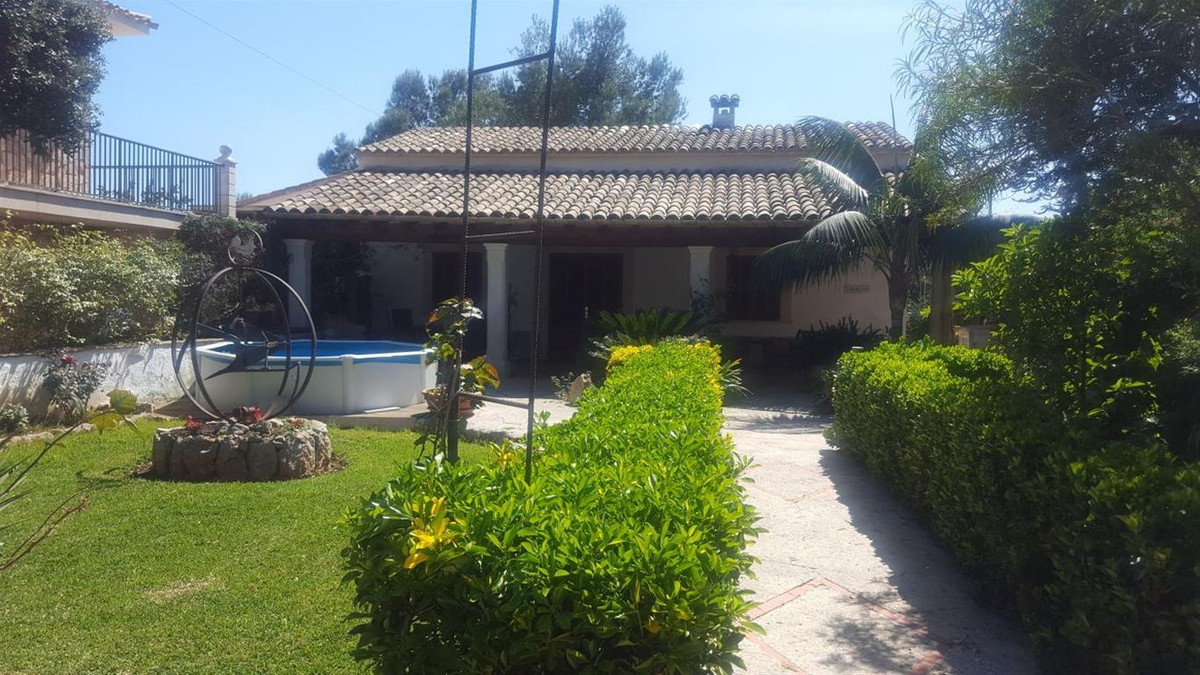 At last! A house within walking distance of the white sandy beaches of Puerto Pollensa (only 2 minut, Spain
