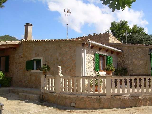 Lovely stone country house in the countryside outside the town of Calvia. 114m2 constructed area on , Spain