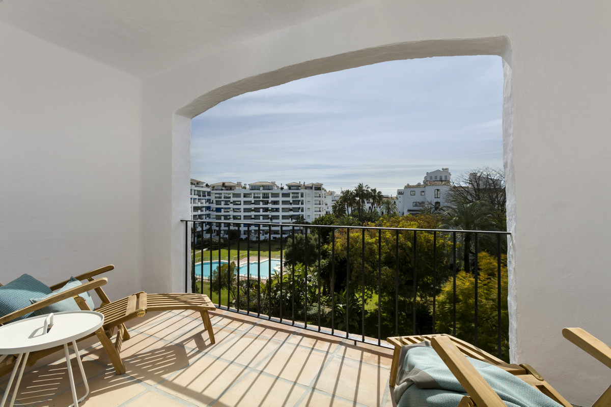STUNNING BRAND NEW APARTMENT IN THE HEART OF PUERTO BANUS!!! Six renovated apartments to the highest, Spain