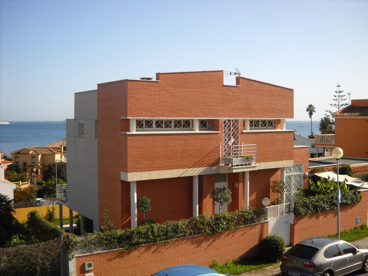 House in Algeciras R3033569 5