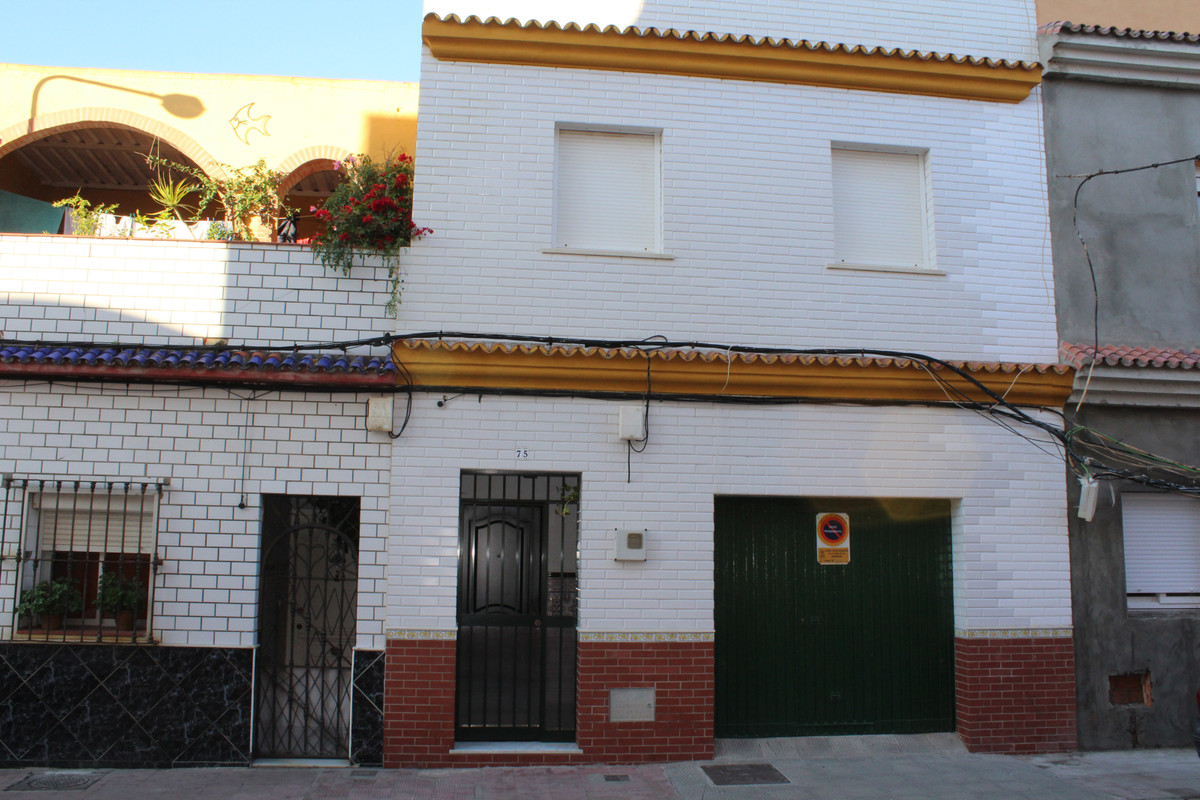 Semi-Detached House, La Linea, Costa del Sol. 3 Bedrooms, 2 Bathrooms, Built 91 m², Terrace 25 m².  , Spain